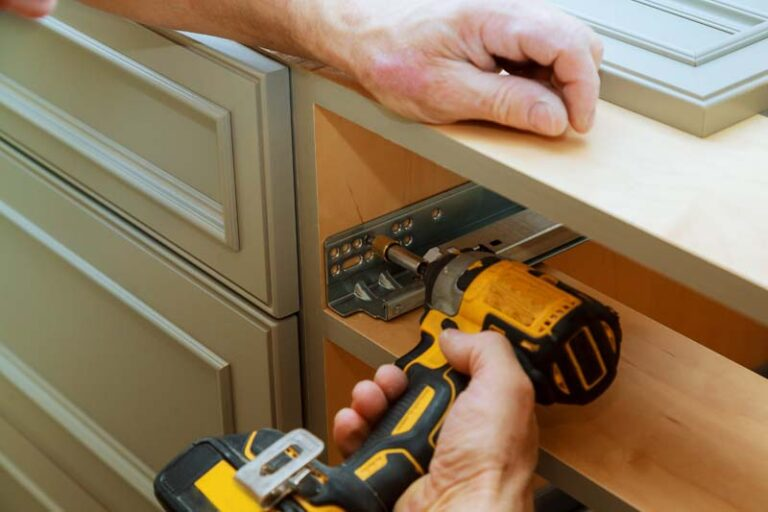 Adjusting fixing cabinet door hinge